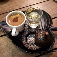 Photo taken at Retrosfer Cafe & Restaurant by Hande Ö. on 12/3/2017