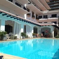 Foto tomada en Trias Hotel por Laura P. el 5/7/2013