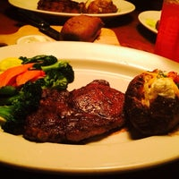Photo taken at Outback Steakhouse by Gabriela A. on 2/22/2014