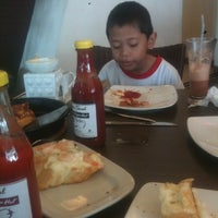 Photo taken at Pizza Hut by Den F. on 11/11/2012