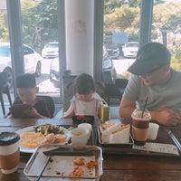 Photo taken at 커피공장103 by joohyun k. on 7/30/2018