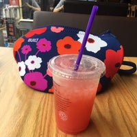Photo taken at The Coffee Bean & Tea Leaf by Elly N. on 8/20/2017
