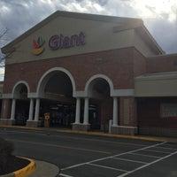 Photo taken at Giant by Elizabeth 🍍 L. on 3/17/2016
