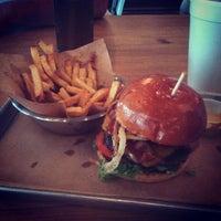 Das Foto wurde bei Haystack Burgers And Barley von Ruth F. am 8/3/2013 aufgenommen