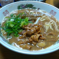 Photo taken at ラーメン東大 応神店 by だれか ど. on 5/5/2016