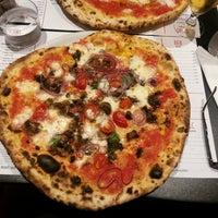 Foto tomada en NAP: Neapolitan Authentic Pizza por Gilyana el 9/23/2014