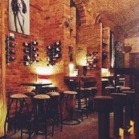 Das Foto wurde bei Doblo Wine & Bar von Benedetta A. am 1/6/2014 aufgenommen