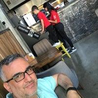 Foto diambil di Burger Bucks oleh Fahri Ç. pada 5/2/2018