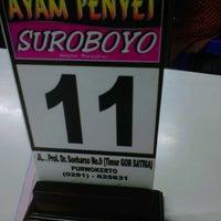 Photo taken at Ayam Penyet Suroboyo by Niken S. on 12/25/2013