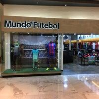 Photo taken at Mundo do Futebol by Juliano Jorge B. on 11/14/2016