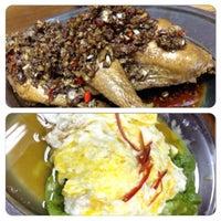 Photo taken at Restoran Ping Wah by Chris L. on 4/18/2015
