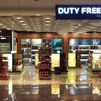 Foto scattata a Bengaluru Duty Free Store da Bengaluru Duty Free Store il 5/19/2014