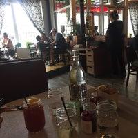 Foto scattata a Sassafras American Eatery da Marina M. il 9/9/2017