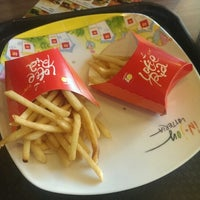 Photo taken at Lotteria by Trịnh L. on 5/28/2014