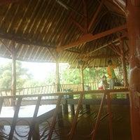 รูปภาพถ่ายที่ Restoran & Wisata Air Alam Sari โดย Lia H. เมื่อ 8/16/2015