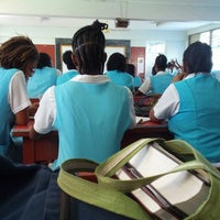 Foto tirada no(a) Wolmer's High School For Girls por Kruff B. em 11/6/2012