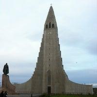 Photo taken at Church of Hallgrímur by Ri H. on 6/10/2013