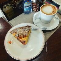Foto tirada no(a) Chocolate Chocante Confeitaria por Samantha M. em 9/15/2016