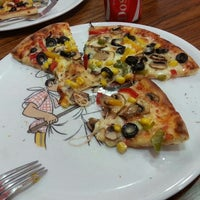 Photo taken at Paradise Pizza by feyza g. on 1/28/2014