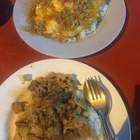 Photo taken at อาหารตามสั่ง ลุงอ้วน หน้า รร.ดารา by Pui S. on 10/6/2016