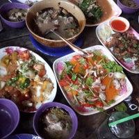 Photo taken at ครัววีเทค อร่อยดีที่ชายแดน by Tun M. on 9/19/2014