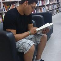 Photo taken at Livraria Imperatriz by Juh R. on 1/2/2014