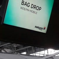 Photo taken at Malaysia Airlines (MH) Check-In Area by Sam L. on 12/13/2017