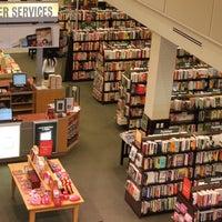 Photo taken at Barnes & Noble by Nayoen K. on 2/7/2013