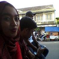 Photo taken at Martabak Bandung by Increnk I. on 2/1/2014