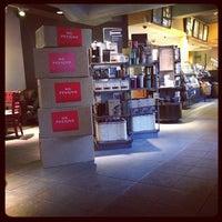 Das Foto wurde bei Starbucks von Rannie T. am 10/23/2013 aufgenommen