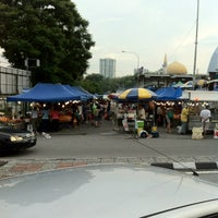 Photo taken at Pasar Malam Bangsar by Syahrul Niza on 3/17/2013