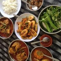 Photo taken at Restoran Nelayan Terapung Ujung Batu by Nur Hafizah on 9/5/2017