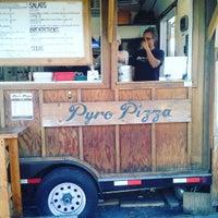 Foto tomada en Pyro Pizza por Patrick M. el 6/8/2016