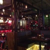 Foto tomada en Burger Bar Joint por Pako Arit el 11/15/2013