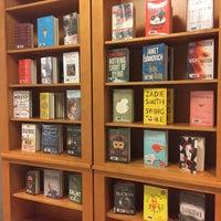 รูปภาพถ่ายที่ Central Library โดย Tara D. เมื่อ 11/17/2016