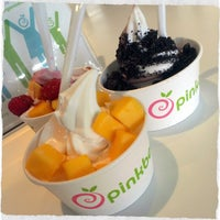 Photo taken at Pinkberry by Vique M. on 3/23/2014