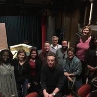 Foto tomada en Queensbury Theatre por Linda A. el 3/16/2017