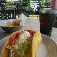 Foto tomada en La Parrilla Mexican Restaurant por Steve S. el 8/10/2016
