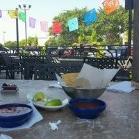 Foto tomada en La Parrilla Mexican Restaurant por Steve S. el 9/8/2016
