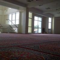 Photo taken at Masjid Jamek Sultan Abdul Aziz by Nad M. on 11/13/2012