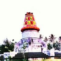 Photo taken at Monumen Kopiah Meukeutop Teuku Umar by Uswa H. on 1/31/2014