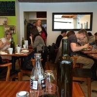 Das Foto wurde bei Deli Café Maya von Kari K. am 4/3/2014 aufgenommen