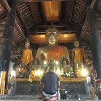Photo taken at Wat Visuonnaradh by Rodrigo B. on 4/9/2016
