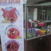 Photo taken at Mee Kari Ketam Puncak Jalil (Cawangan Kota Damansara) by CarNiz Z. on 9/15/2013