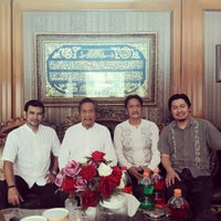 Photo taken at Di Suatu Tempat by Herry B. on 9/12/2016