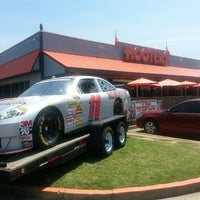 Photo taken at Hooters of Wolfchase by Peter N. on 5/19/2013