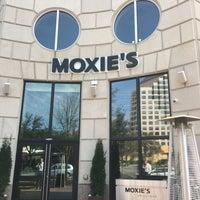Foto tomada en Moxie's Grill & Bar por Victor H. el 3/10/2017