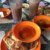 Photo taken at Restoran Tupah (Tepi Sg. Tupah) by Atiqah R. on 3/5/2017