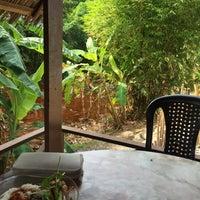 Photo taken at Restoran Tupah (Tepi Sg. Tupah) by Atiqah R. on 4/6/2016