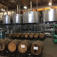 Foto tirada no(a) AleSmith Brewing Company por Alex em 3/25/2017
